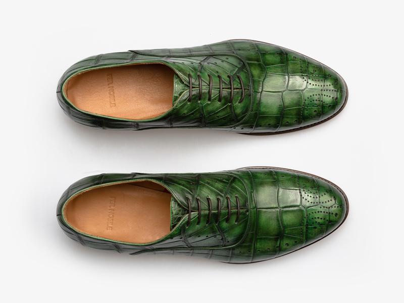 Зелёные оксфорды из кожи крокодила с перфорацией Per Nobile