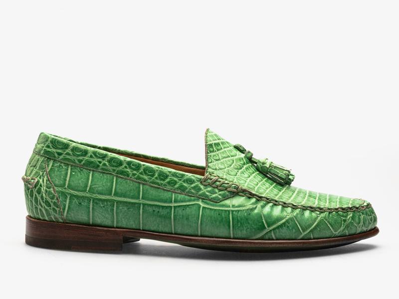 169)Яркие мокасины из кожи крокодила с кисточками