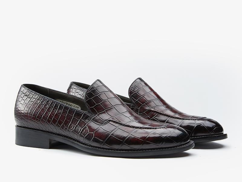 Цельнокроенные лоферы из кожи крокодила Per Nobile