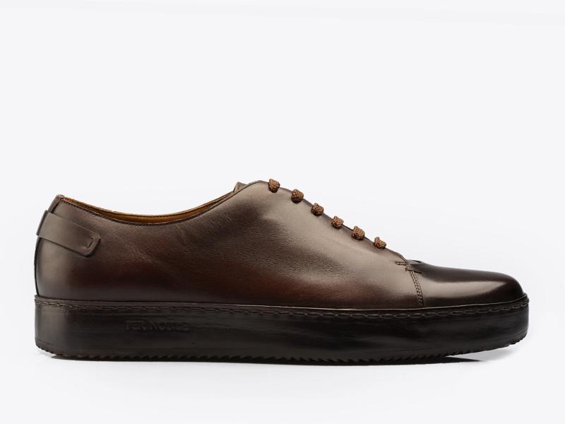 221)Кожаные кеды на шнуровке